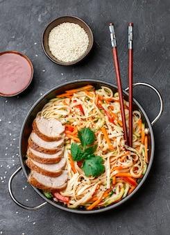 Udon noedels met groenten