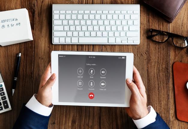 Uitgaande oproep bellen communicatieconcept