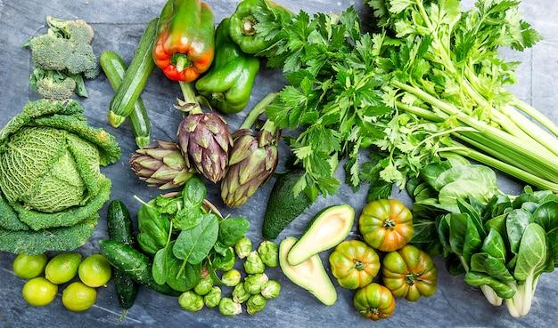 Uitgebalanceerd dieet met antioxidanten. biologische groene groentevoeding voor vegetarisch en veganistisch dieet
