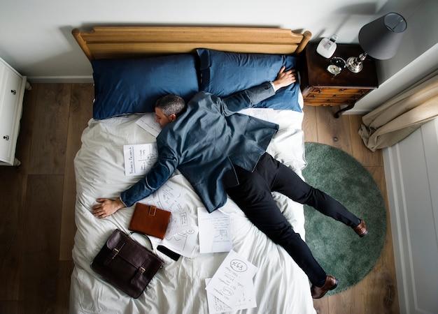Uitgeput zakenman