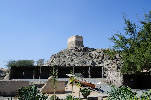 Uitkijktoren in de al bidya-moskee, fujairah. vae.