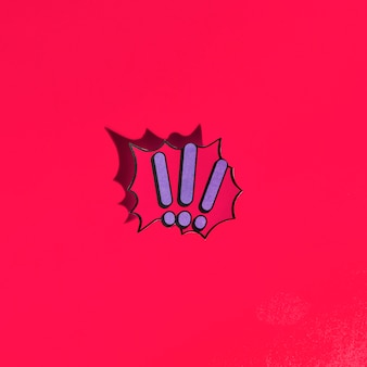 Uitroeptekens stripboek bubble tekst retro stijl op rode achtergrond