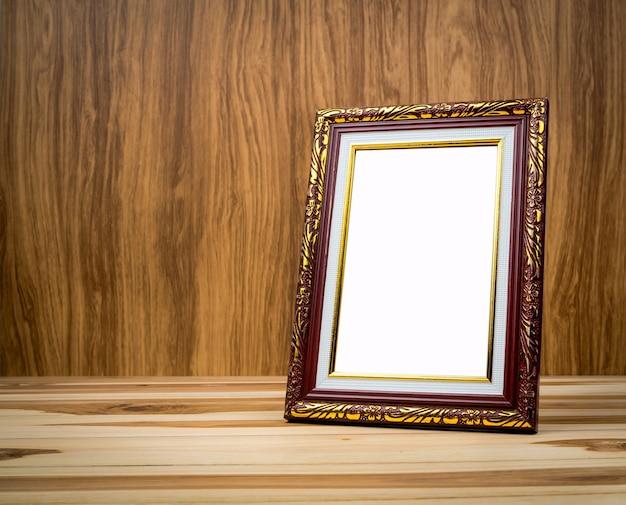 Uitstekend fotokader op houten lijst met een achtergrond van hout