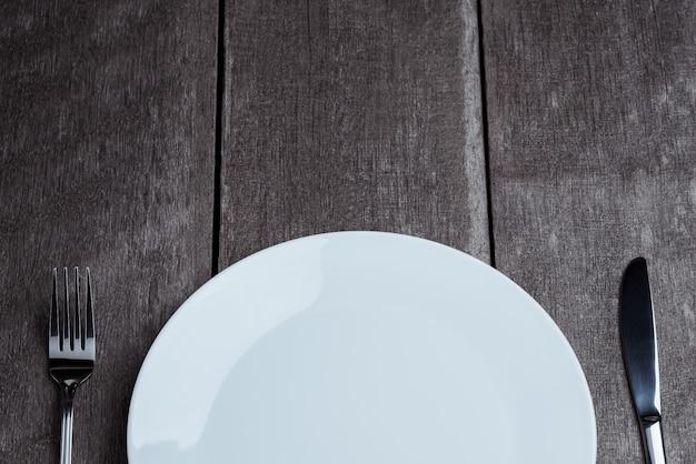Uitstekend tafelzilver op rustieke houten achtergrond