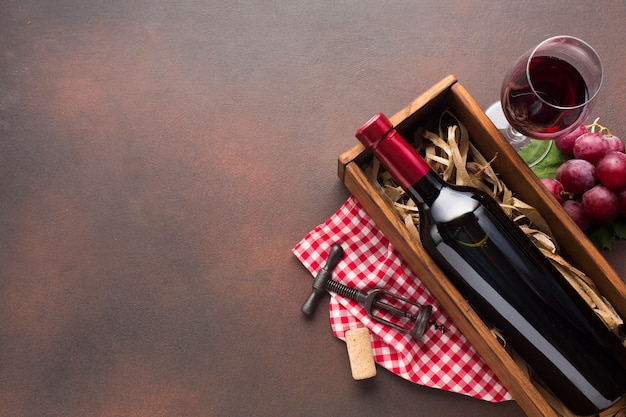 Uitstekende achtergrond met exemplaar ruimt rode wijn