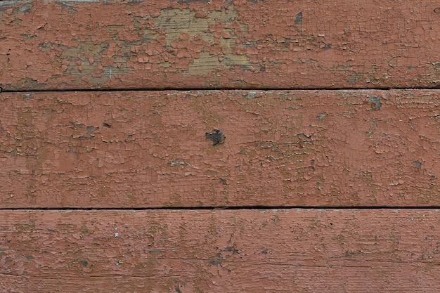 Uitstekende bruine houten textuur als achtergrond met knopen en spijkergaten. oude geschilderde houten muur.