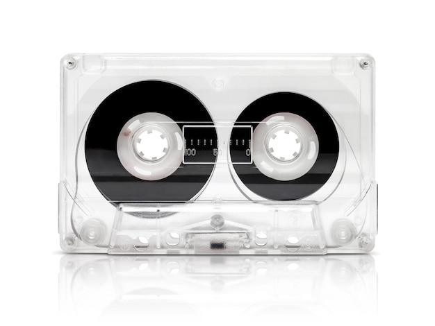 Uitstekende die cassetteband op wit met het knippen van weg wordt geïsoleerd