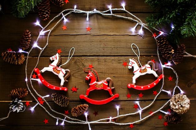 Uitstekende kerstmissamenstelling op houten achtergrond