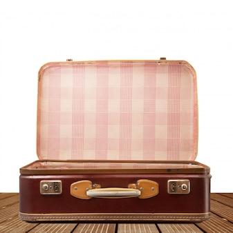 Uitstekende koffer op wit