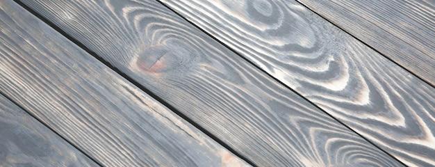 Uitstekende oude houten achtergrond. grijze en bruine antieke panelen. ruwe textuur. shaggy en korrelige vloer.
