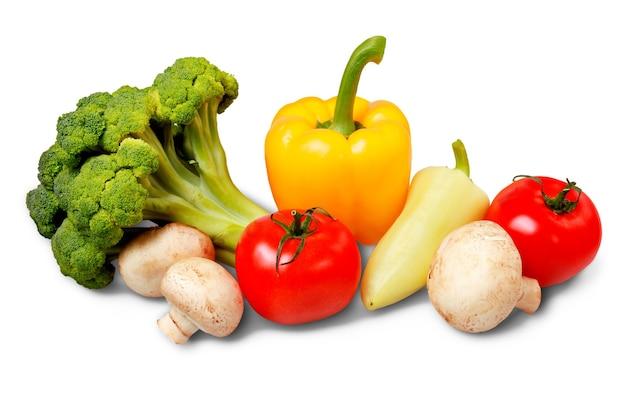 Uitstekende verse groenten, geïsoleerd op wit met uitknippad
