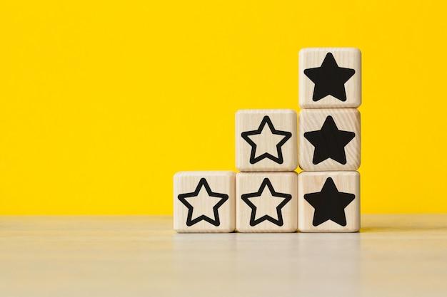 Uitstekende zakelijke beoordelingsdiensten ervaring idee concept. concept van kwaliteitsverbetering in zakelijke goederen of diensten.