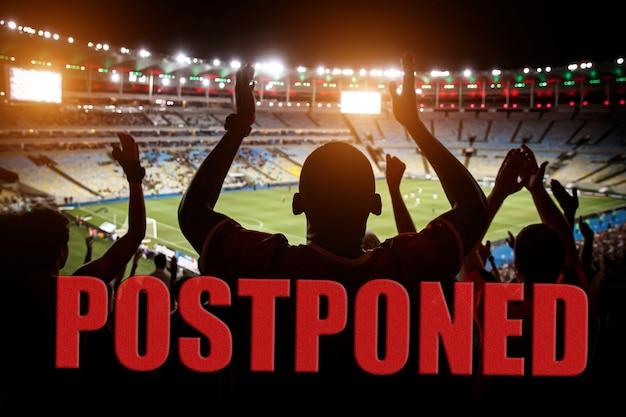 Uitstel van een voetbalwedstrijdconcept. verbod op massa-evenementen.