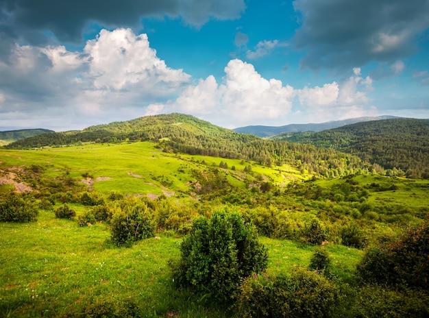 Uitzicht op bergen landschap