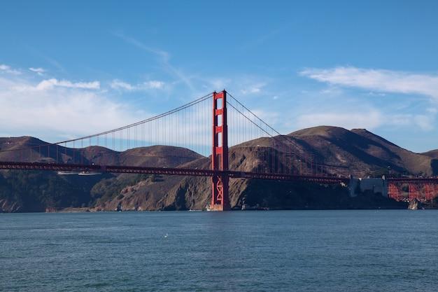 Uitzicht op beroemde bezienswaardigheid de golden gate bridge. san francisco, californië, vs.