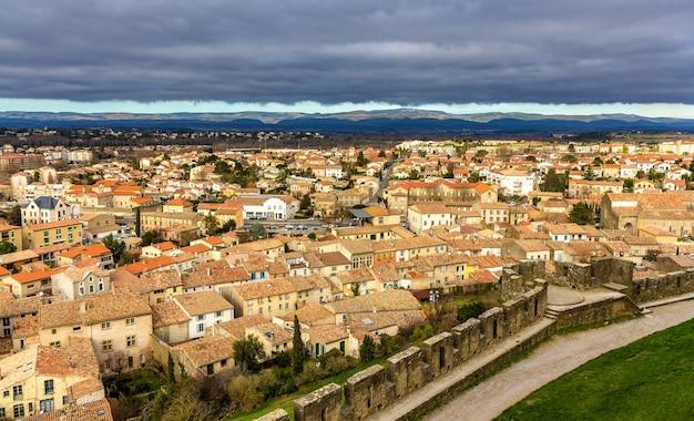 Uitzicht op carcassonne vanaf het fort - languedoc, frankrijk