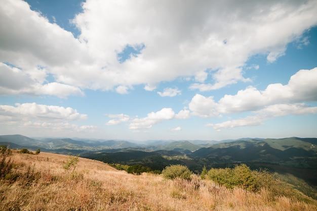 Uitzicht op de bergen van de karpaten