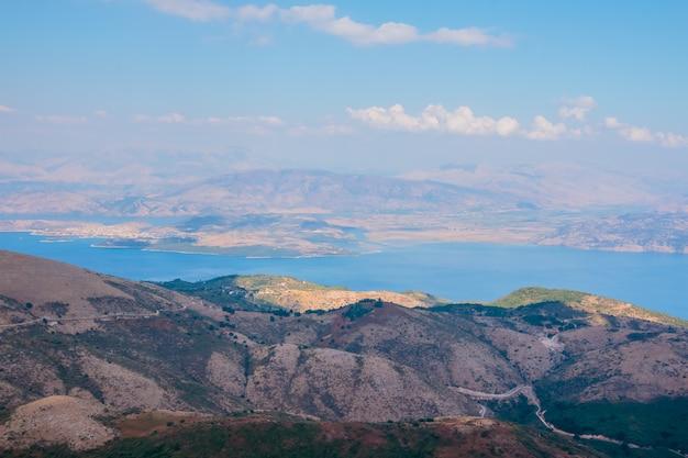 Uitzicht op de bergen vanaf drone