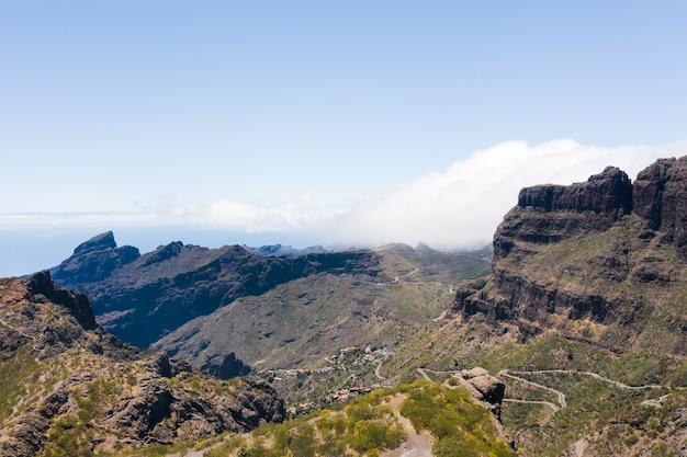 Uitzicht op de bergen, weg in de bergen van het eiland tenerife.