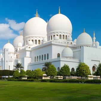 Uitzicht op de beroemde grote moskee sheikh zayed, verenigde arabische emiraten