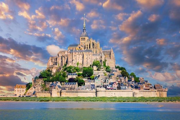 Uitzicht op de beroemde mont-saint-michel, frankrijk, europa