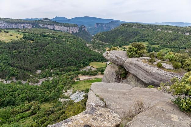 Uitzicht op de corbera-rotsen.