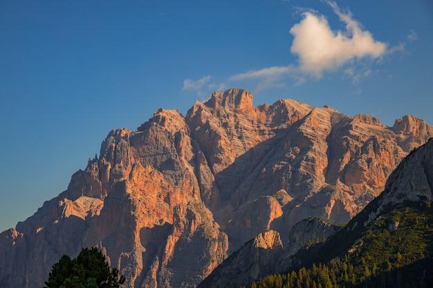 Uitzicht op de dolomieten bij colfosco, zuid-tirol, italië tyr