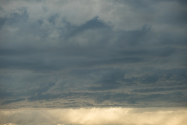 Uitzicht op de hemel tijdens zonsondergang