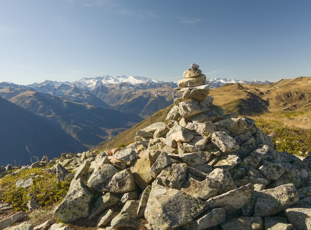 Uitzicht op de hoogste bergen in de pyreneeën.