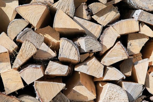 Uitzicht op de houtstapel de uiteinden van de stukken hout