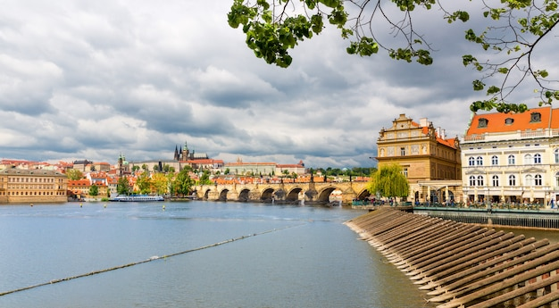 Uitzicht op de karelsbrug, praag, tsjechië
