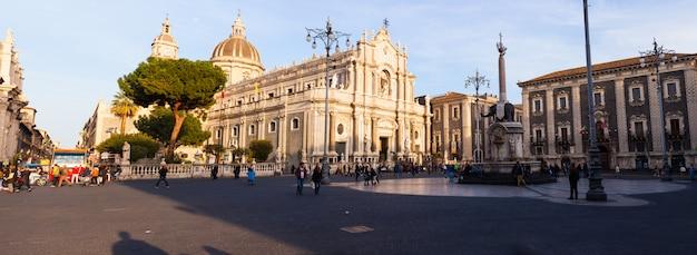 Uitzicht op de kathedraal van catania op sicilië