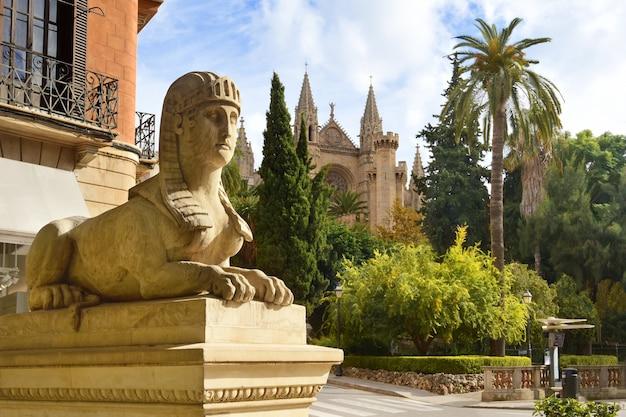 Uitzicht op de kathedraal van santa maria van palma of la seu in palma de mallorca