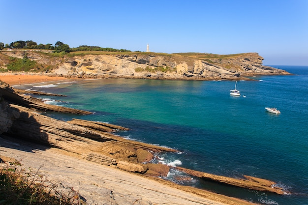 Uitzicht op de kust van santander