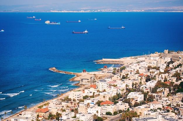 Uitzicht op de kustlijn van haifa, israël
