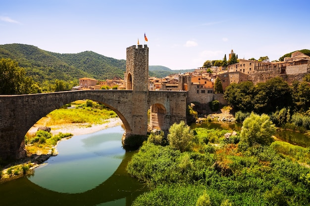 Uitzicht op de middeleeuwse stad