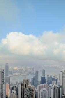 Uitzicht op de moderne stad. hong kong vanaf de victoria peak hill