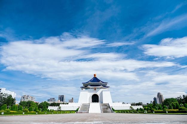Uitzicht op de nationale chiang kai-shek herdenkingshal, taipei, taiwan.