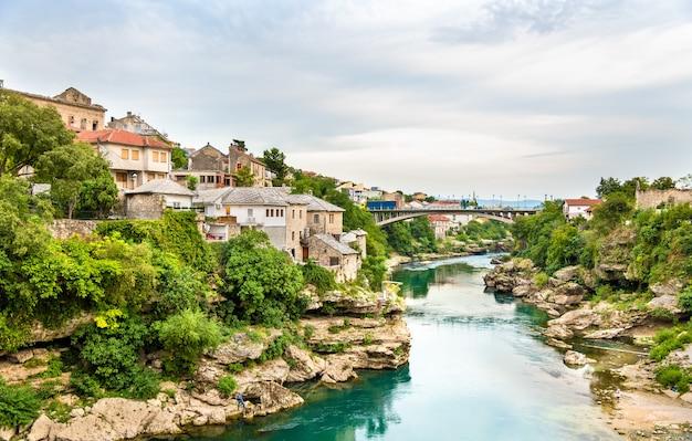Uitzicht op de oude stad mostar - herzegovina
