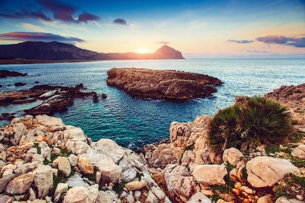 Uitzicht op de pacifische kustlijn
