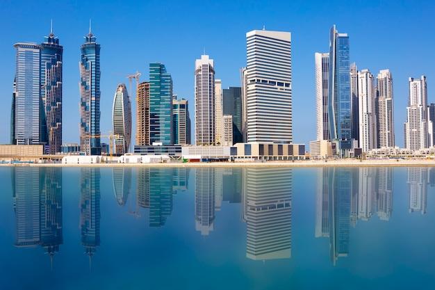 Uitzicht op de skyline van dubai, verenigde arabische emiraten