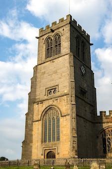 Uitzicht op de st.chads-kerk in hanmer, wales