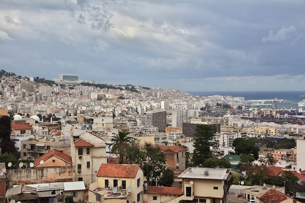 Uitzicht op de stad algerije in afrika aan de middellandse zee
