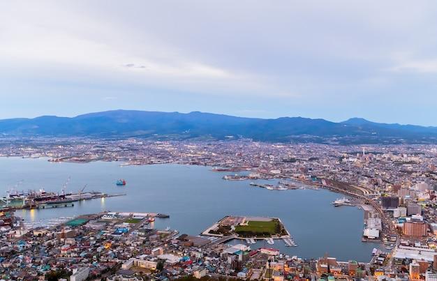 Uitzicht op de stad hakodate vanaf de berg hakodate