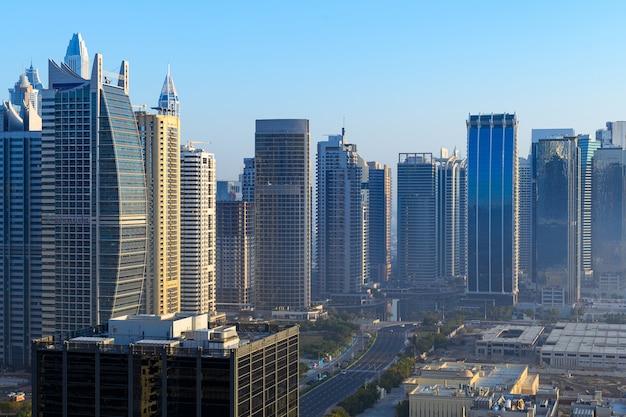 Uitzicht op de stad op de skyline van moderne gebouwen