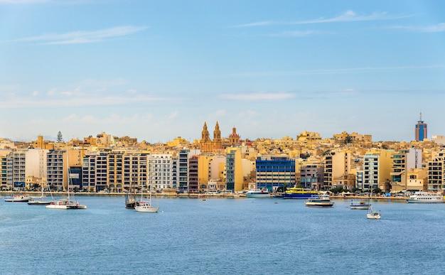 Uitzicht op de stad sliema in malta