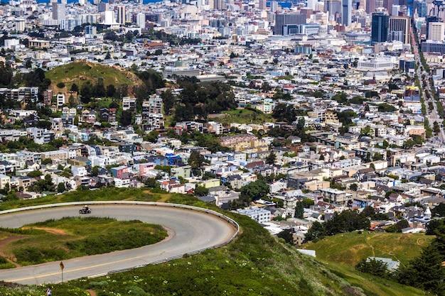 Uitzicht op de stad, wegen en gebouwen