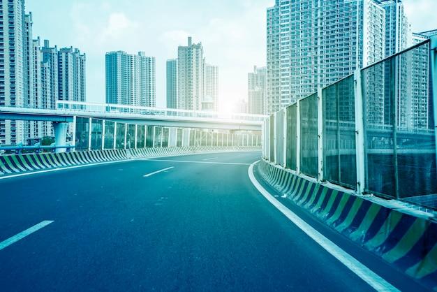 Uitzicht op de straat en de stad