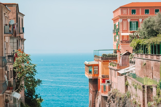 Uitzicht op de straat in sorrento, italië.