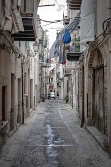 Uitzicht op de straten van de stad cefalã¹ op sicilië